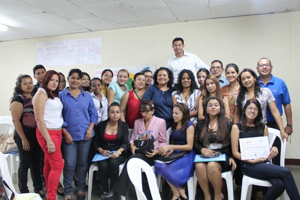 Estudiantes y profesores del Curso género sensitivo
